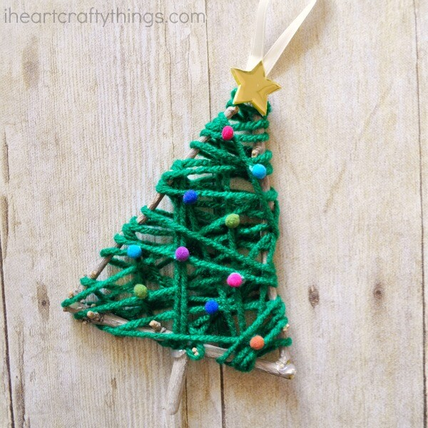 A little X-mas tree made from yarn and twigs.