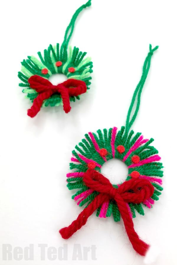 Cute Little Christmas yarn wreaths to make