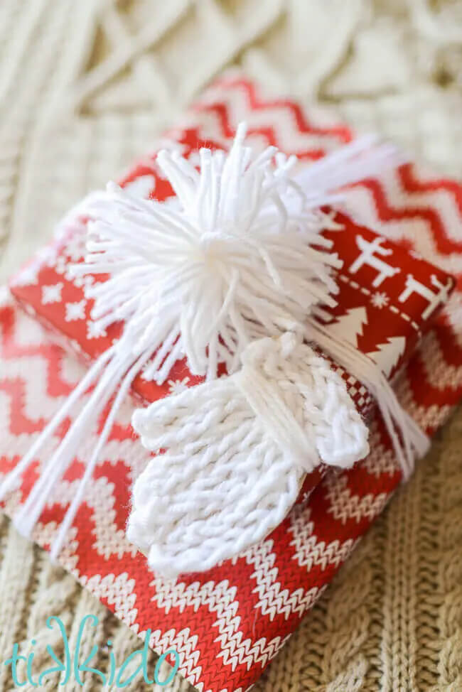 Make some faux knit mitten gift tags to embellish your gift this season.