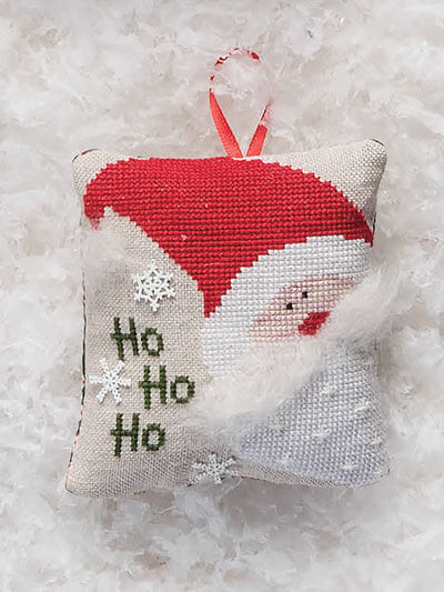 Christmas yarn crafts comes in all shapes, here a Santa pillow ornament